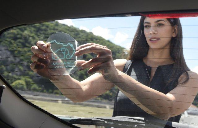 Matricát kapnak az államilag támogatott villanyautók is