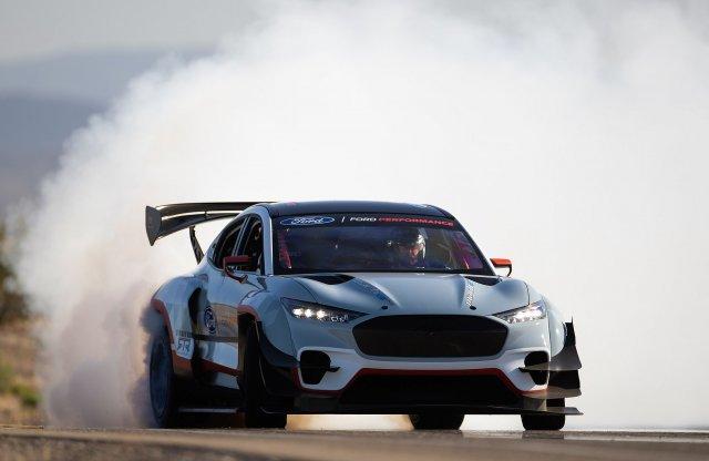 Villanyfüst – 1400 lóerősre fúrták a Ford Mach E-t