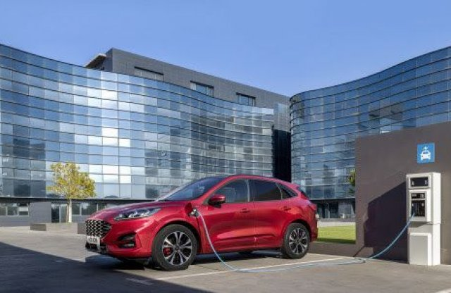 Csökkent eladások mellett is első helyen a Ford a kishaszonoknál