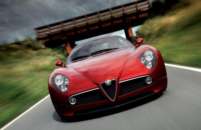 Még ma is gyönyörű az Alfa Romeo ikonikus sportautója