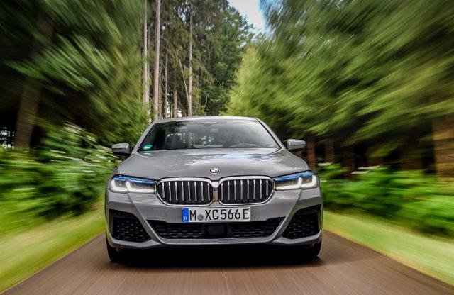 Hathengeres prémiumhibrid – Itt a BMW 545e!