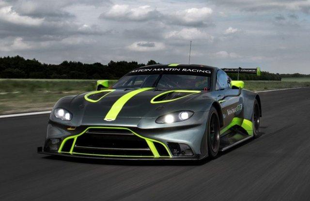 Magyar versenyzőt is a szárnyai alá vett az Aston Martin