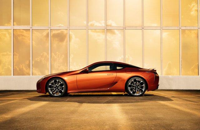 A Lexus megalkotta eddigi legszebb színárnyalatát