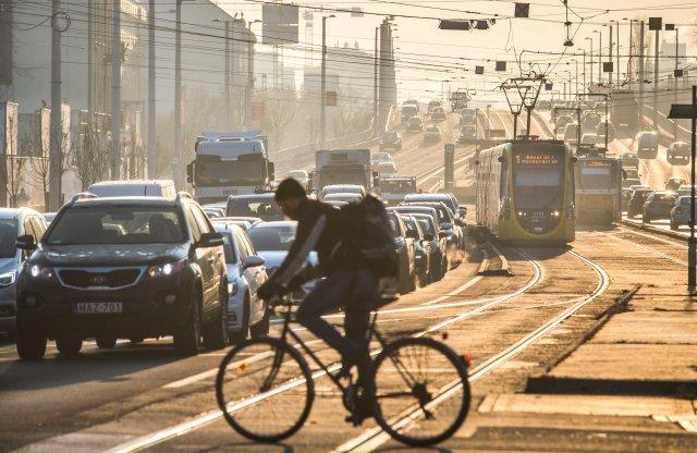 Szabálytalanul közlekedő kerékpárosokra is lecsap a rendőrség