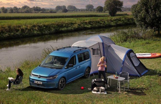 Kompakt lakóautót faragott a VW a Caddyből
