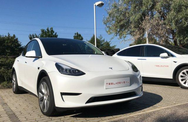 Már hazánkban az első Tesla Model Y – meglestük
