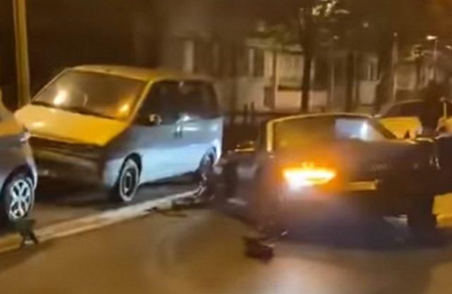 13 autót törtek össze a bérelt Audival, ami szét is szakadt