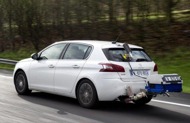 Tovább szorongatnák az autógyárakat az új szén-dioxid kvótával