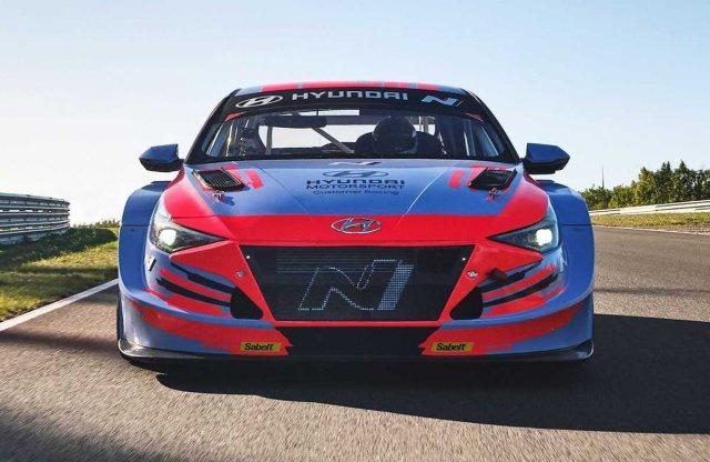 Itt a Hyundai harmadik versenyautója
