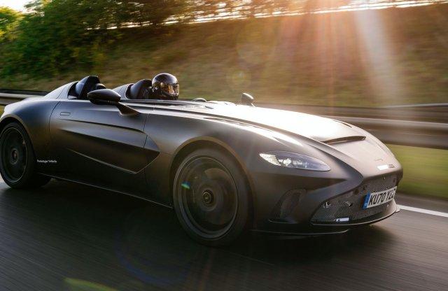 Esőben futtatták meg a tető nélküli Aston Martint