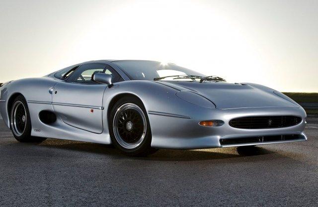 Vajon bírja még a 300 feletti tempót az öreg Jaguar?