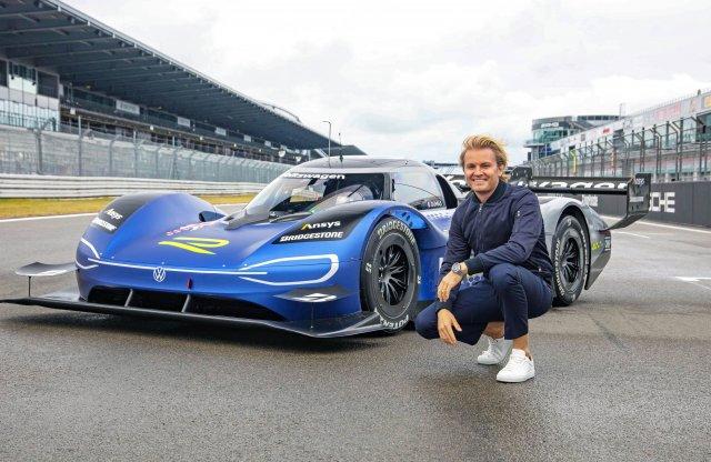 Még Nico Rosberg is óvatos a Volkswagen hiperautójával