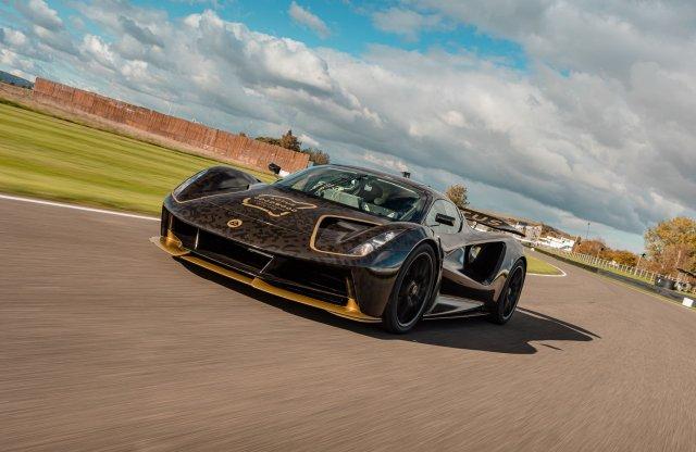 Zajlik a Goodwood SpeedWeek, élőben a legjobb hiper-szuper autók