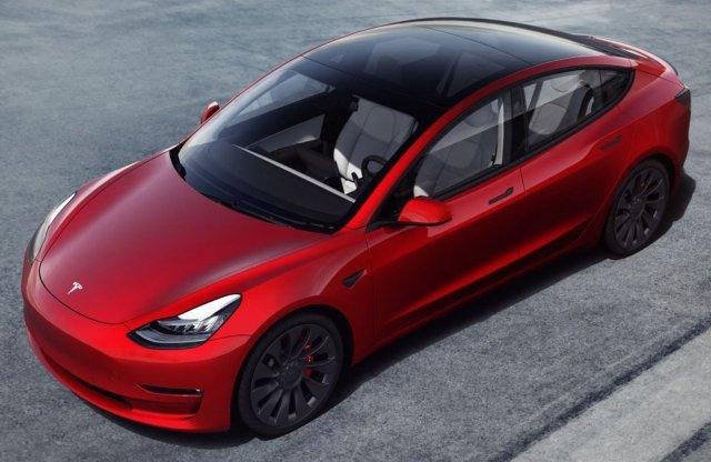 """Csinosabb, gyorsabb és nagyobb hatótávú lesz a Tesla """"népautója"""""""