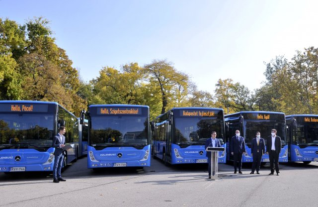 60 új Mercedes busz segíti a közlekedést az ország fejénél