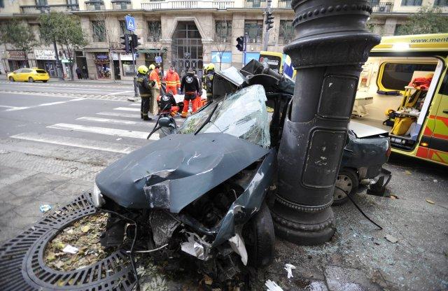 Esélye sem volt a sofőrnek a Károly körúti balesetben