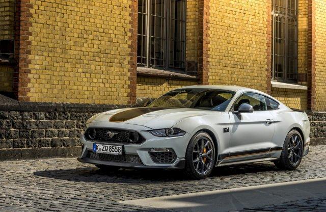 6,8 literes motort kaphat a Mustang?