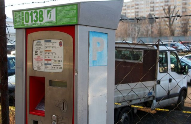 Már megint ingyenes lesz a parkolás – mindenhol, mindenkinek