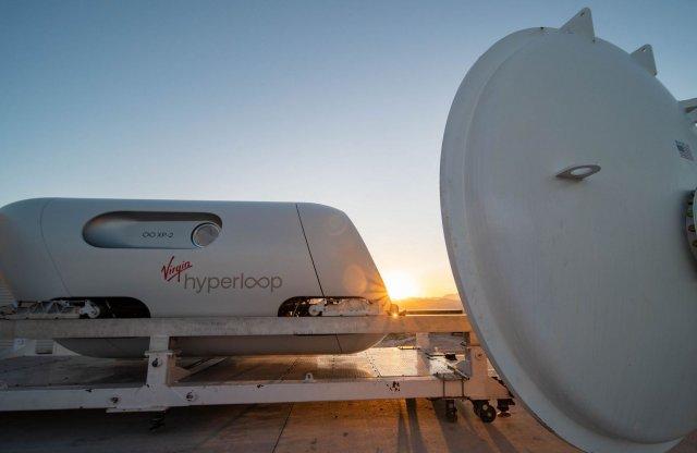 Utasokkal együtt száguldott Elon Musk álma, a Hyperloop