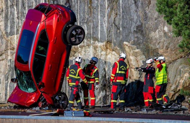 Így néz ki egy új Volvo, miután 10 emeletet zuhant