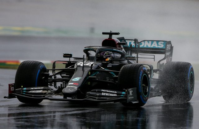 Hamilton ismét beérte Schumachert