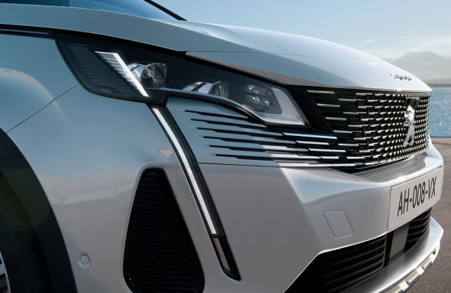 Hamarosan újradefiniálja a Peugeot a 3008 és 5008 modellpárost