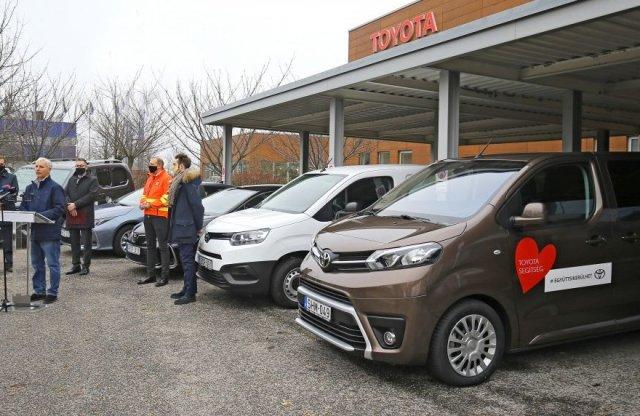 Újra 20 autóval segít a Toyota a koronavírus elleni védekezésben