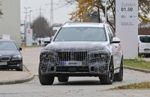 A 2022-es BMW X7 nem az állát ejti majd le, hanem a fényszóróit?