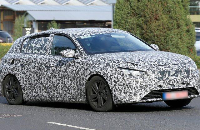 Kémfotókon a 2021-re várható új Peugeot 308