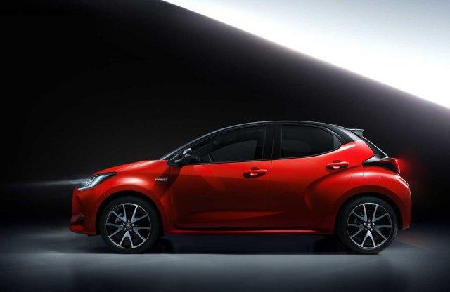 Fordul a kocka: A következő Mazda2 egy átemblémázott Yaris lesz!