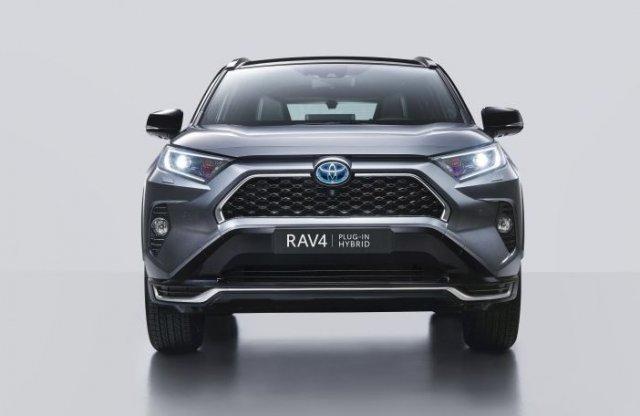 Már Toyotaként is rendelhető a konnektoros RAV4