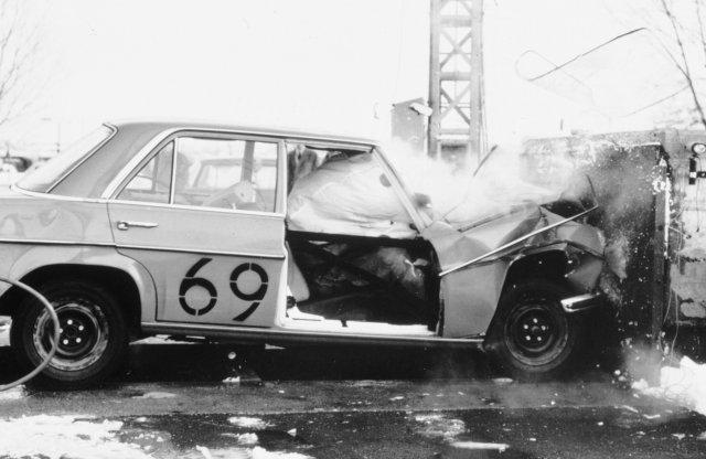 40 éve dobta piacra a Mercedes az első légzsákos S-osztályt