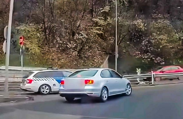 Rendőr vétett két súlyos hibát, felvette a kamera