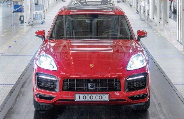 Egymilliónál jár a modell, ami megmentette a Porschét