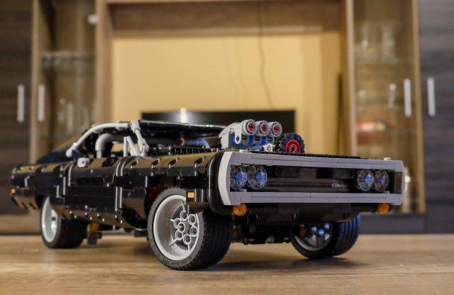 Pont befér a  fa alá – LEGO Dom's Dodge Charger