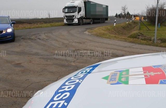 Új módszert vetett be a rendőrség: kamionnal a kamionosok ellen