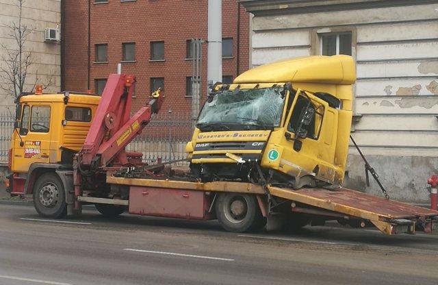 Elesett a Róbert Károly krt. a reggeli kamionbaleset miatt