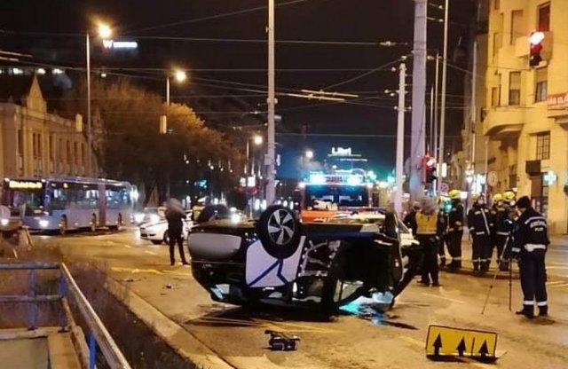 Tetején állt meg egy autómegosztós BMW a Váci úton