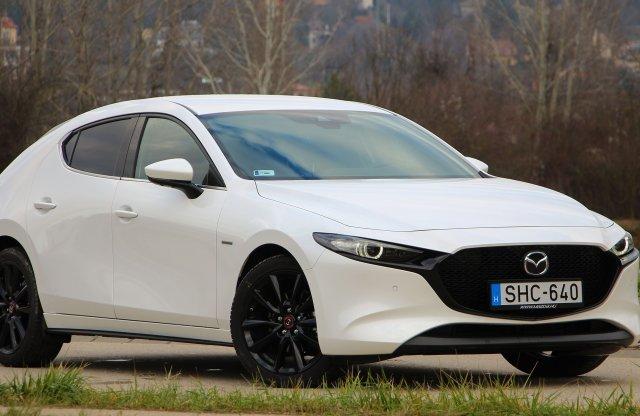 Ünnepi menü – 100. évfordulós Mazda3 Skyactiv-X180 teszt