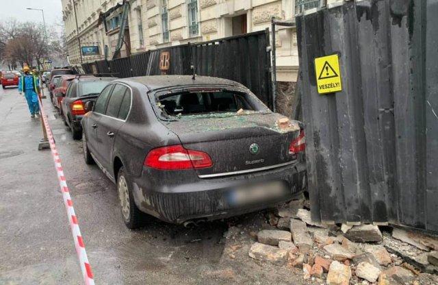Parkoló autókban tett kárt egy budapesti építkezésen leomló fal