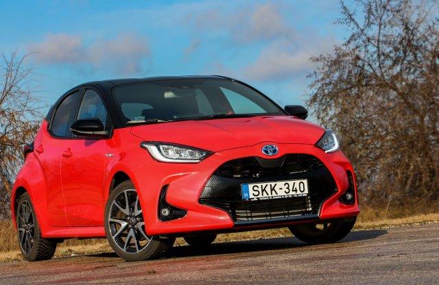 Olcsóbb a villanyautózásnál is? Új Toyota Yaris Hybrid teszt