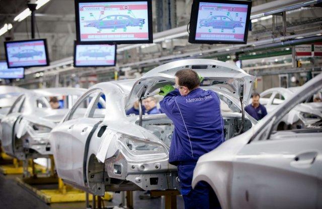 Alkatrészhiány miatt leáll a kecskeméti Mercedes gyár