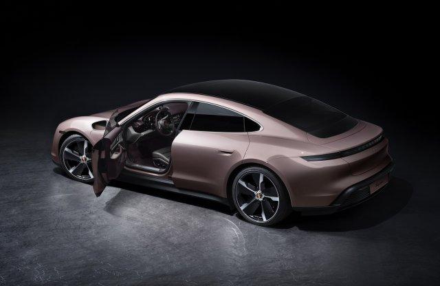 Új alapváltozatot kapott a Porsche Taycan