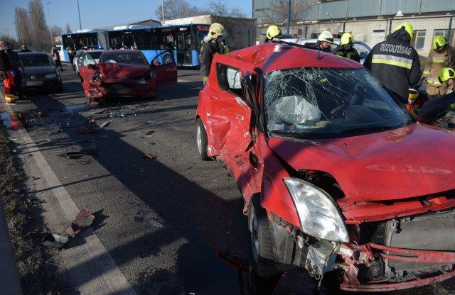 Videón a Ferihegyi úton történt baleset utáni mentés!