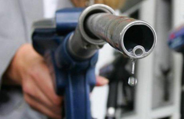 Még tovább, nem is kicsit drágulnak az üzemanyagok