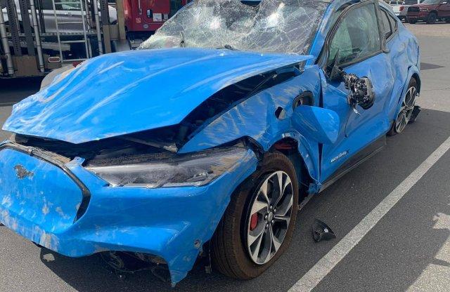 Máris összetörtek egy Mustang Mach-E-t