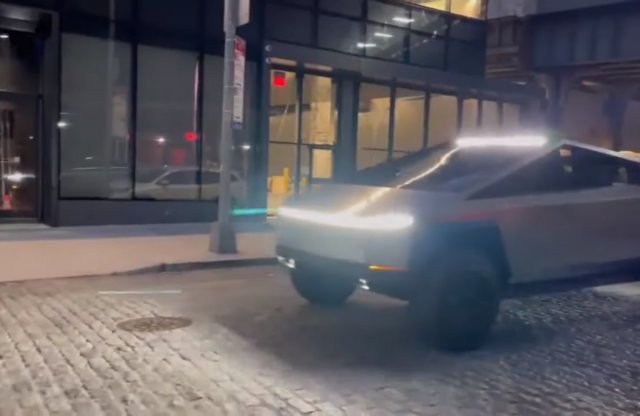 Elon Musk Cybertruckja New York utcáin csapatja!