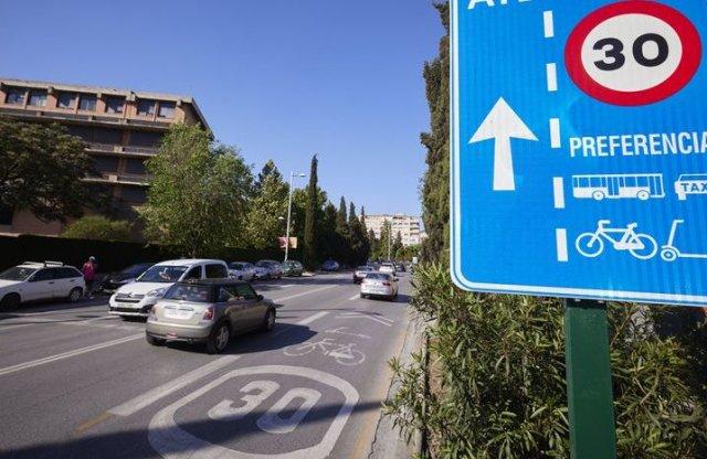 A spanyolok meglépték: 30 km/h lett a sebességhatár