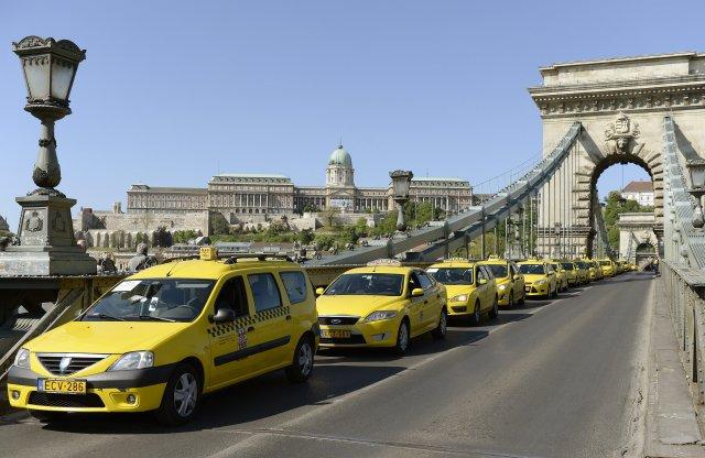 6,75 millió forintot is kaphatnak a taxisok villanyautóra