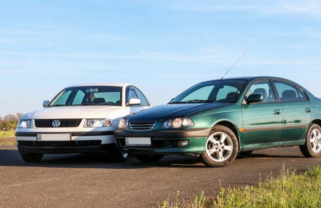 Kelet a nyugat ellen: melyik a jobb, a Passat, vagy az Avensis?